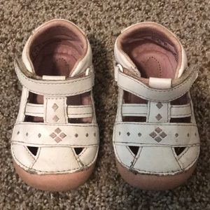 stride rite shoes size 4W - white and pink